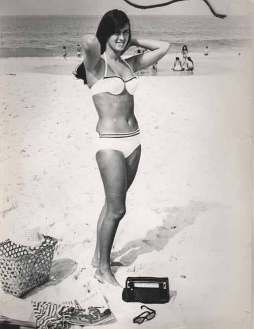 aus-dem-fotoalbum-von-helo-pinheiro-in-den-sechziger-jahren-am-strand-von-rio-de-janeiro
